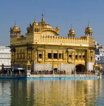 Goldener Tempel Harmandir Sahib in Amsitrar in Indien.